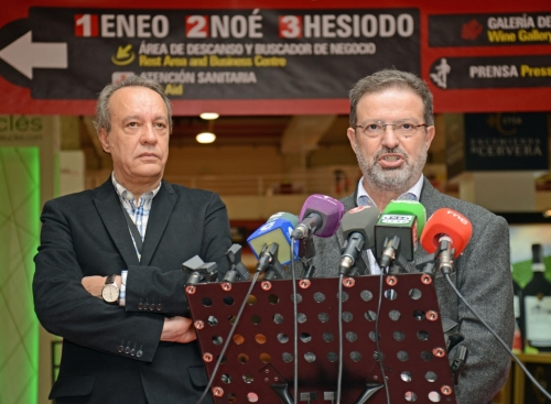 Manuel Juliá y Nemesio de Lara durante la rueda de prensa