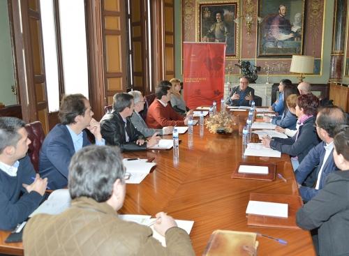 Manuel Juliá, director de FENAVIN reunido con diferentes empresas agroalimentarias de Ciudad Real