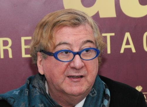 Luis Antonio Villena, escritor