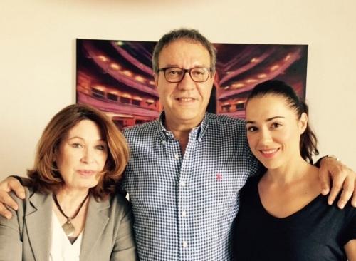 Manuel Juliá con María José Goyanes y Eva Marciel