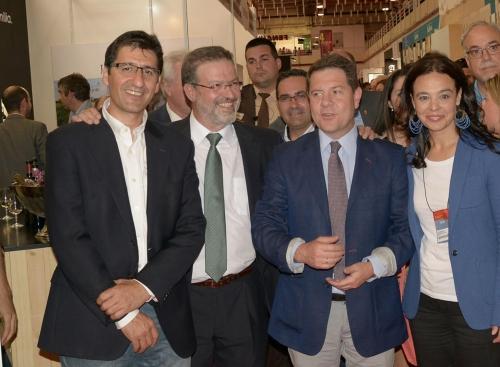 Emiliano García Page en su visita a Fenavin