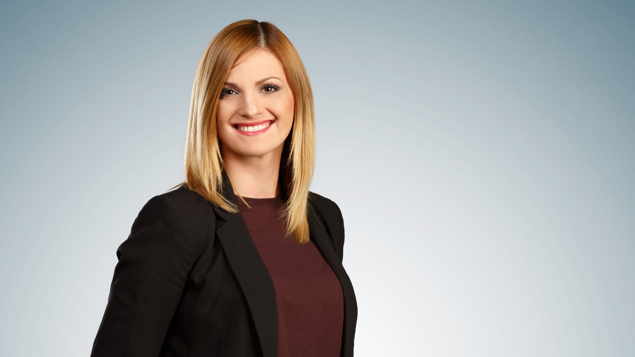 Maja Djuric, reportera serbia.