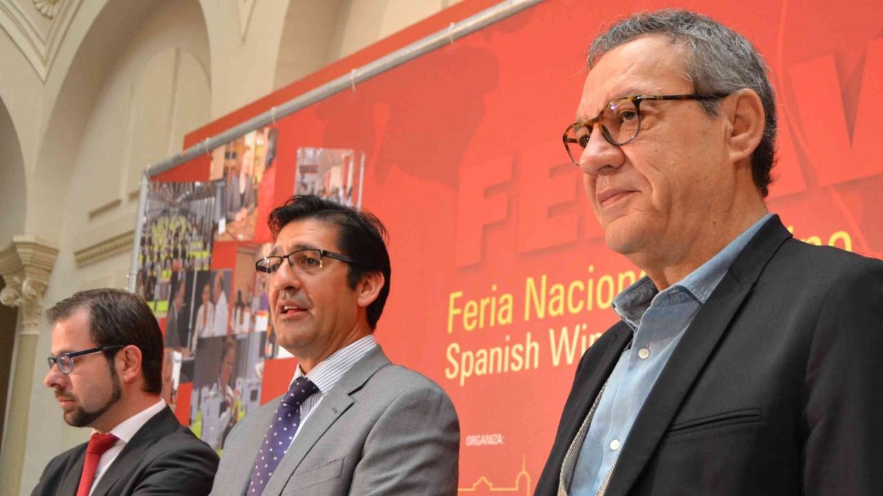 De izquierda a derecha Gonzalo Redondo, José Manuel Caballero y Manuel Juliá