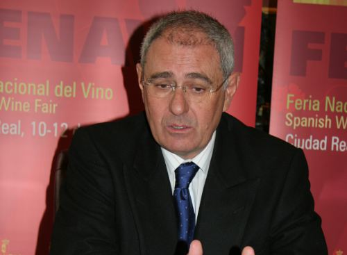 The Rector of the University of Castilla-La Mancha, Ernesto Martínez Ataz