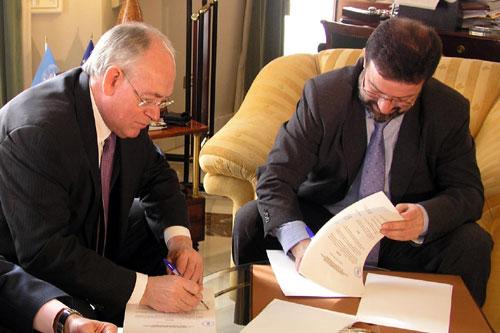 Firma del convenio con Caja Rural