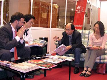 Nemesio de Lara entrevistado por la prensa japonesa