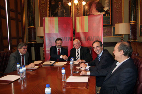 Ángel Amador, Nemesio de Lara, Luis Díaz-Zarco, Miguel Ángel Calama and Manuel Juliá during the signing of the Agreement with Caja Rural