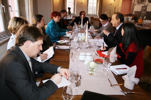 Reunión de la Organización de FENAVIN con periodistas en Neustadt