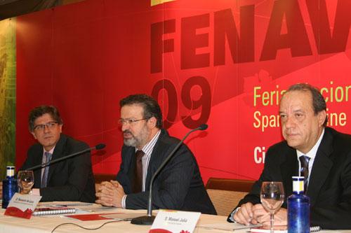 Ángel Amador, Nemesio de Lara und Manuel Juliá während der Präsentation der FENAVIN 2009