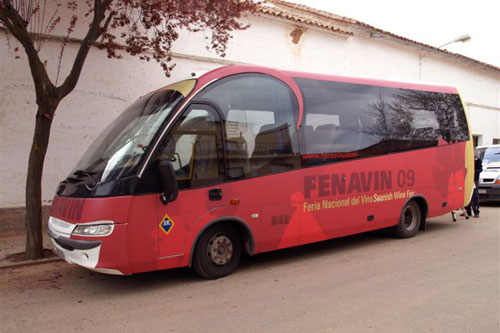 Image of one of the buses that will be circulating during the celebration of the Trade Fair