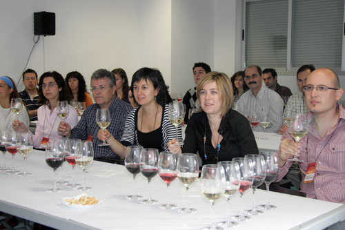 Professors and winemakers present their wines to the non-initiated