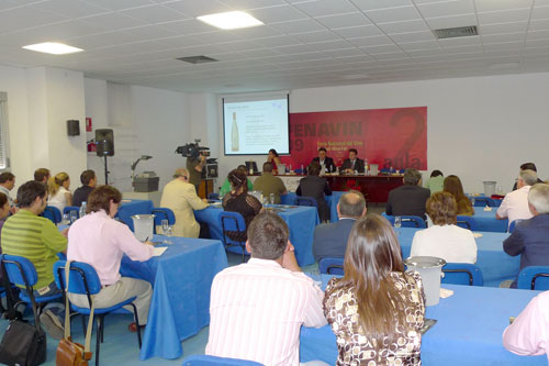 Martín Berasategui flanked by Representatives of the Cooperative Cristo de la Vega